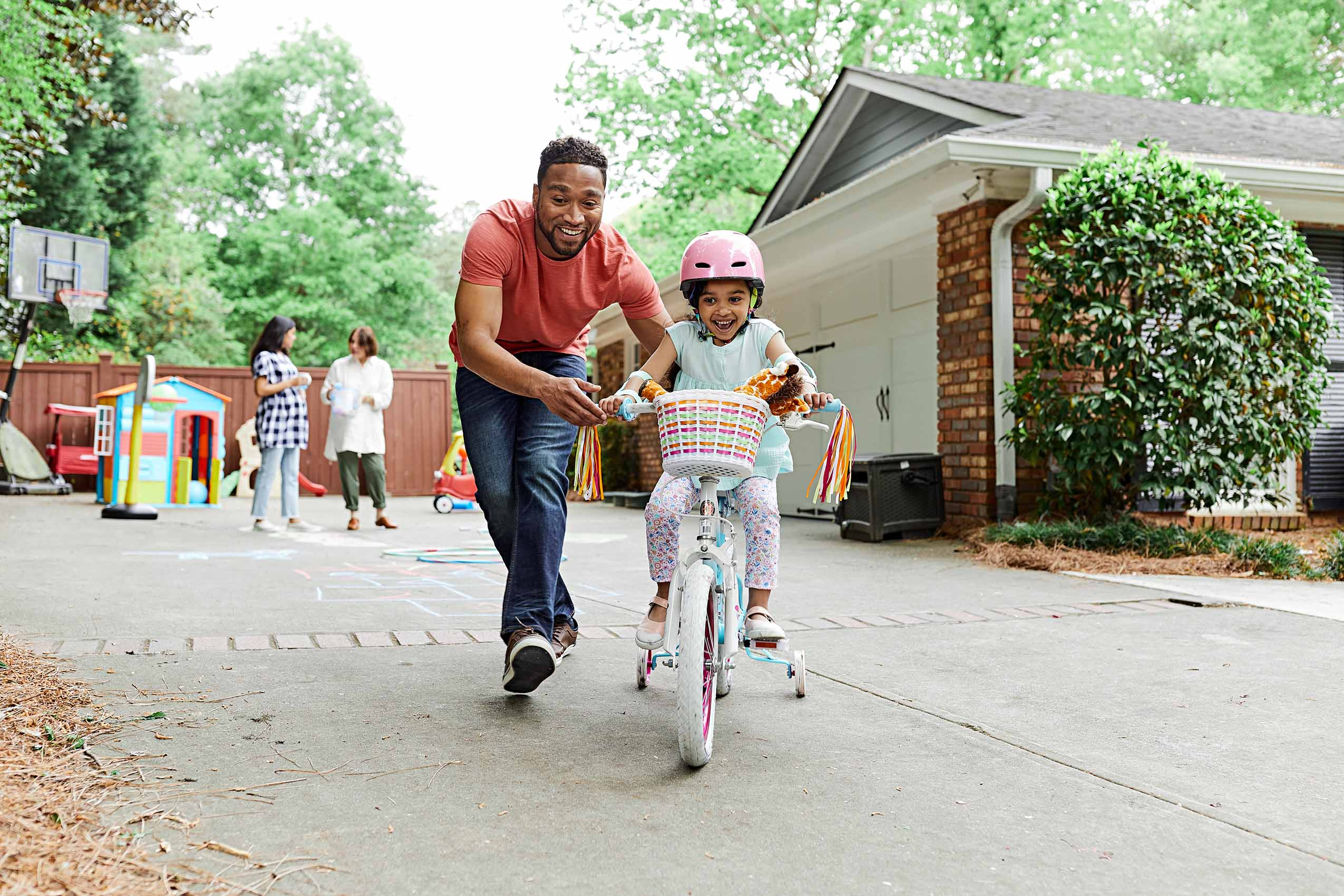 Father_and_child_with_bicycle_lifestyle_Atlanta_photography