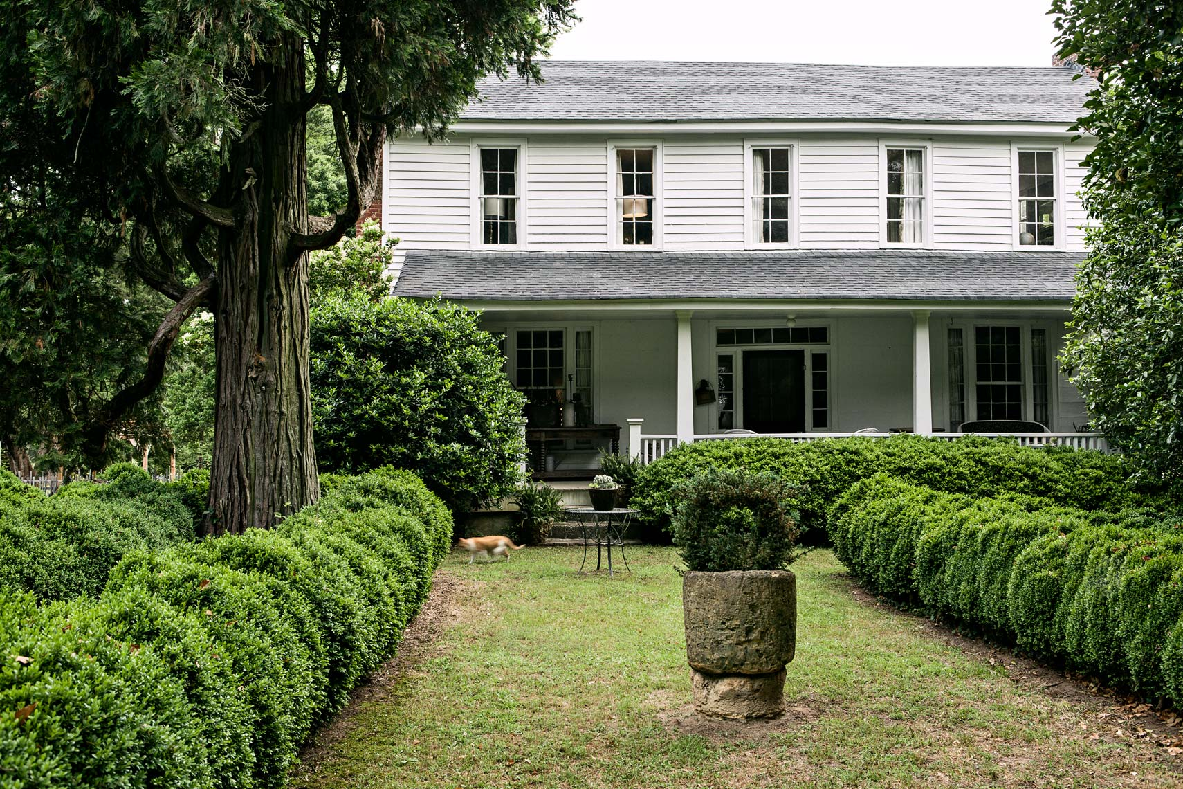Front of plantation farm house by Atlanta editorial photographer